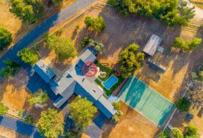 居外网在售美国7卧6卫最近整修过的房产总占地10158平方米USD 1,488,888