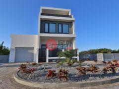 居外网在售开曼群岛4卧4卫的房产总占地1210平方米USD 2,134,200