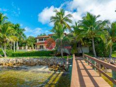 居外网在售美国4卧6卫的独栋别墅总占地2347平方米USD 10,800,000