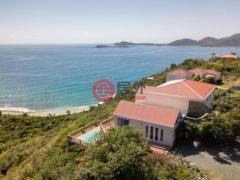居外网在售美属维京群岛St. John3卧4卫的房产总占地1781平方米USD 1,250,000