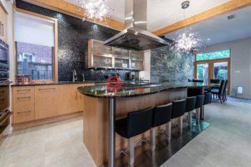 居外网在售加拿大蒙特利尔4卧4卫的房产总占地445平方米CAD 1,800,000