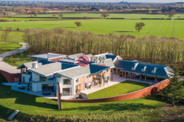 居外网在售英国9卧12卫特别设计建筑的房产总占地161874平方米GBP 30,000,000