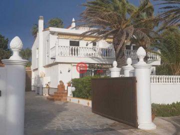 居外网在售西班牙6卧6卫曾经整修过的房产总占地1400平方米EUR 870,000