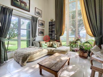 居外网在售比利时8卧5卫特别设计建筑的房产总占地10400平方米EUR 1,500,000